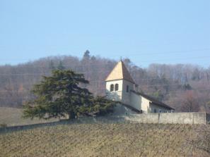 kostolik v Luins z dialky
