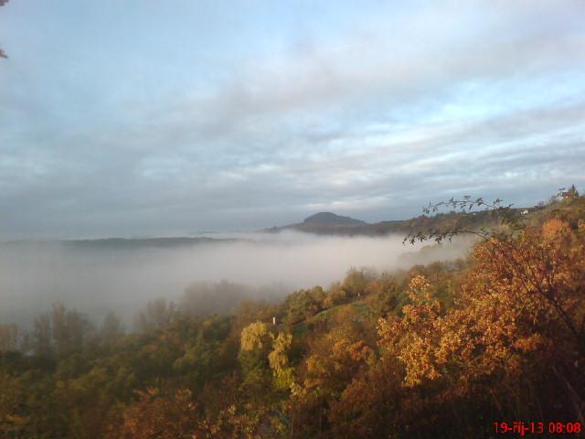 Výhledy - Dnešní ráno,pod mlhou je řeka