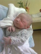 Volám sa Karin, narodila som sa 21.4.2009 o 08:26 s mierami 3300g a 50cm...