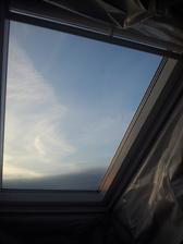 konečně máme namontovaná střešní okna.. to se bude pěkně pozorovat hvězdné nebe přímo z postele :)