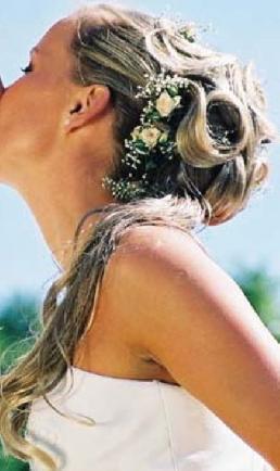 Majka a Andrej 11.10.2008 na moju 30 - nakoniec som sa rozhodla pre tento....s orchideou vo vlasoch