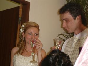 prip[itky s nasimi krasnymi svadobnymi poharmi