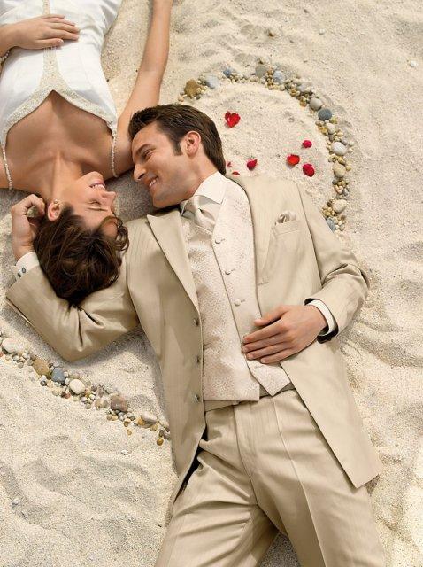 19.09.2009 sa blíži...Zuzka a Peťko - Pravdepodobne krémová farba pre ženícha.