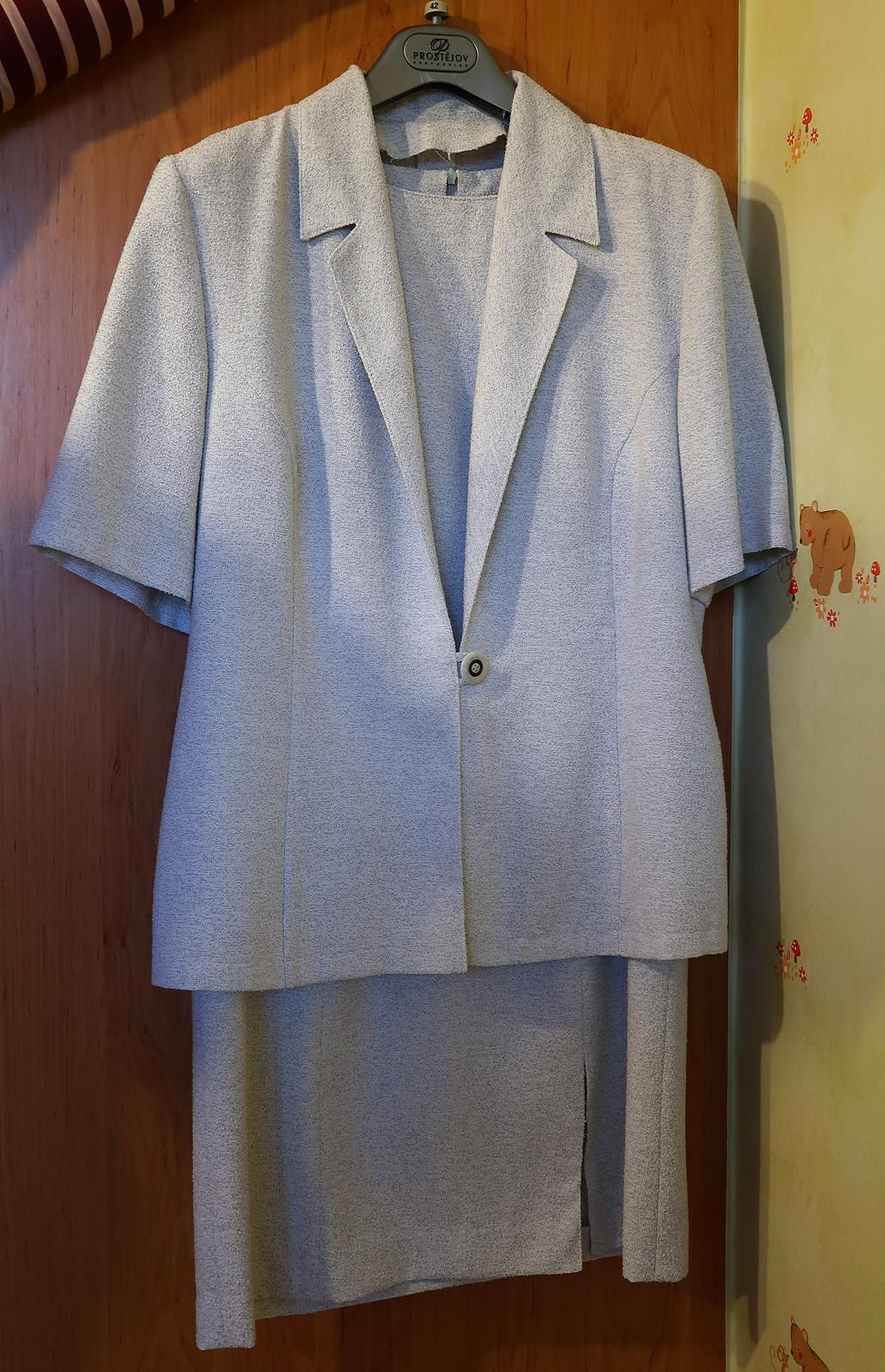 Sivé púzdrové šaty so sakom - Obrázok č. 1