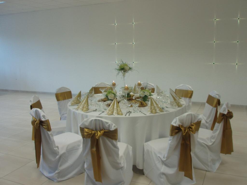 Návleky na stoličky & dekorácie - Obrázok č. 1