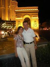 S drahym pred hotelom v Las Vegas