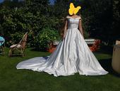 svadobné šaty saténové s vlečkou, 36