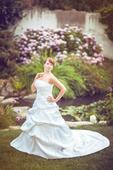 Korzetové svatební šaty s nabíranou sukní, 44