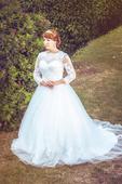 Svatební šaty s krajkovými rukávy, 42
