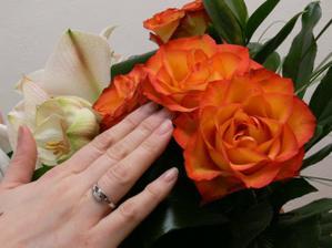 Valentýnska kytice a zásnubni prstýnek