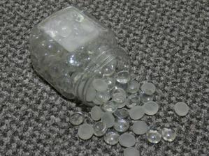 ....skleněné kamínky...
