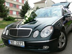 krásným autíčkem s nádhernou kyticí jsem se vezla...