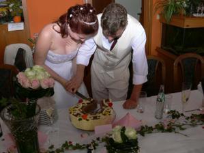 ...rozkrajování dortu...