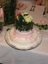 ...a tady je náš hlavní dort s živým květy, byl překrásný...