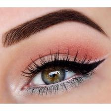Veľmi jenodúchy ale krásny make-up ;)