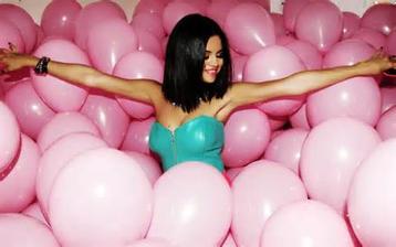 Plnóóóóóóóóó ružových balónov ;)