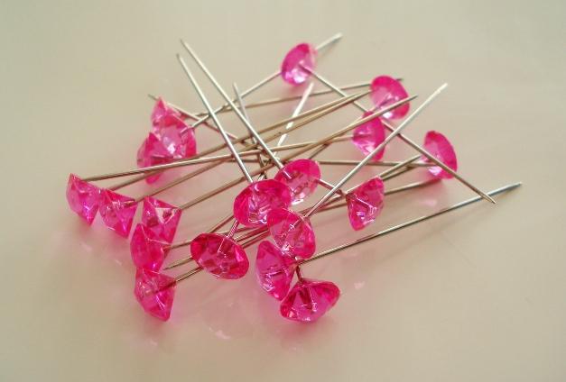 Moje ružové predstavy :) - Špendlíky :) neveim ešte kde ale určite ich niekde využijem http://www.vyzdoba-dekoracie.sk/dekoracie/eshop/