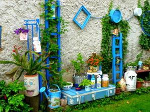 modrý kútik od susedovej steny