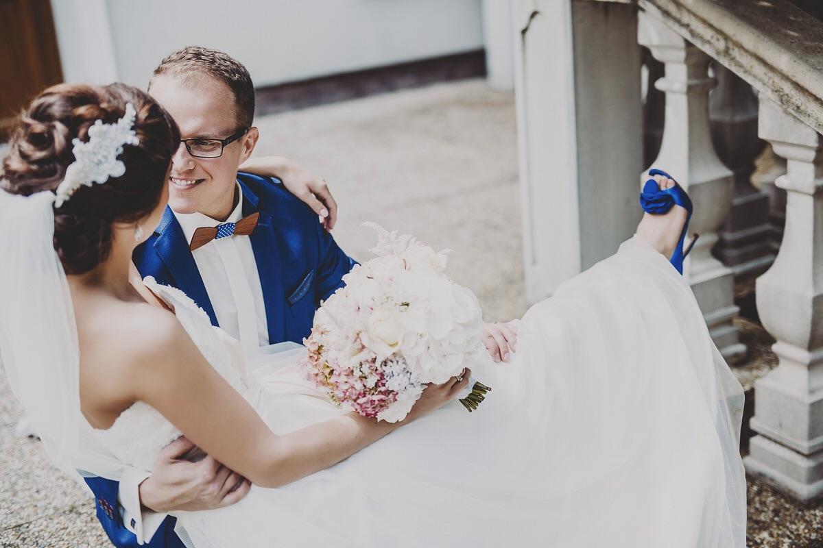 ❤️ Už 100 dní ❤️ som manželkou najlepšieho muža 💏 a ja stále cítim príchuť toho výnimočného dňa. 🎩👰Zimomriavky, dojatie, láska, radosť, vďačnosť, neha - všetko tam bolo. Ten pocit musí zažiť každá žena. Keď pozerám fotky|video priblblo sa usmievam. Stále. Kedy ma toto prejde ??? 😜🙈😍 ozaaaj náš svadobný album má cez 240 like-ov 👍 a video cez 1500 pozretí, ste úžasné 💋 Ď-A-K-U-J-E-M-E  😘❤️ - Obrázok č. 1