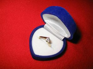 můj zásnubní prstýnek - nádherný!