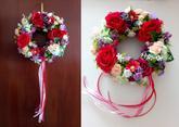 Venček s červenými ružičkami:) -priemer: 25 cm -cena: 27 Eur