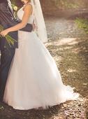 Svadobné šaty s tylovou sukňou, 38