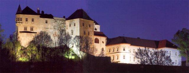 6.6.2009 Banská Bystrica - svadobný obrad sa uskutoční na hrade v Slovenskej Ľupči - už reservé, keďže v BB nie je žiadne romantické miesto na svadbu a Msú nepripadal do úvahy