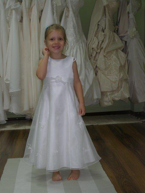 6.6.2009 Banská Bystrica - šatočky si skúšal aj môj anjelik, ale vyzerá to, že bude problém nájsť pre ňu vhodné šaty a ešte aby aj ladili s mojimi...