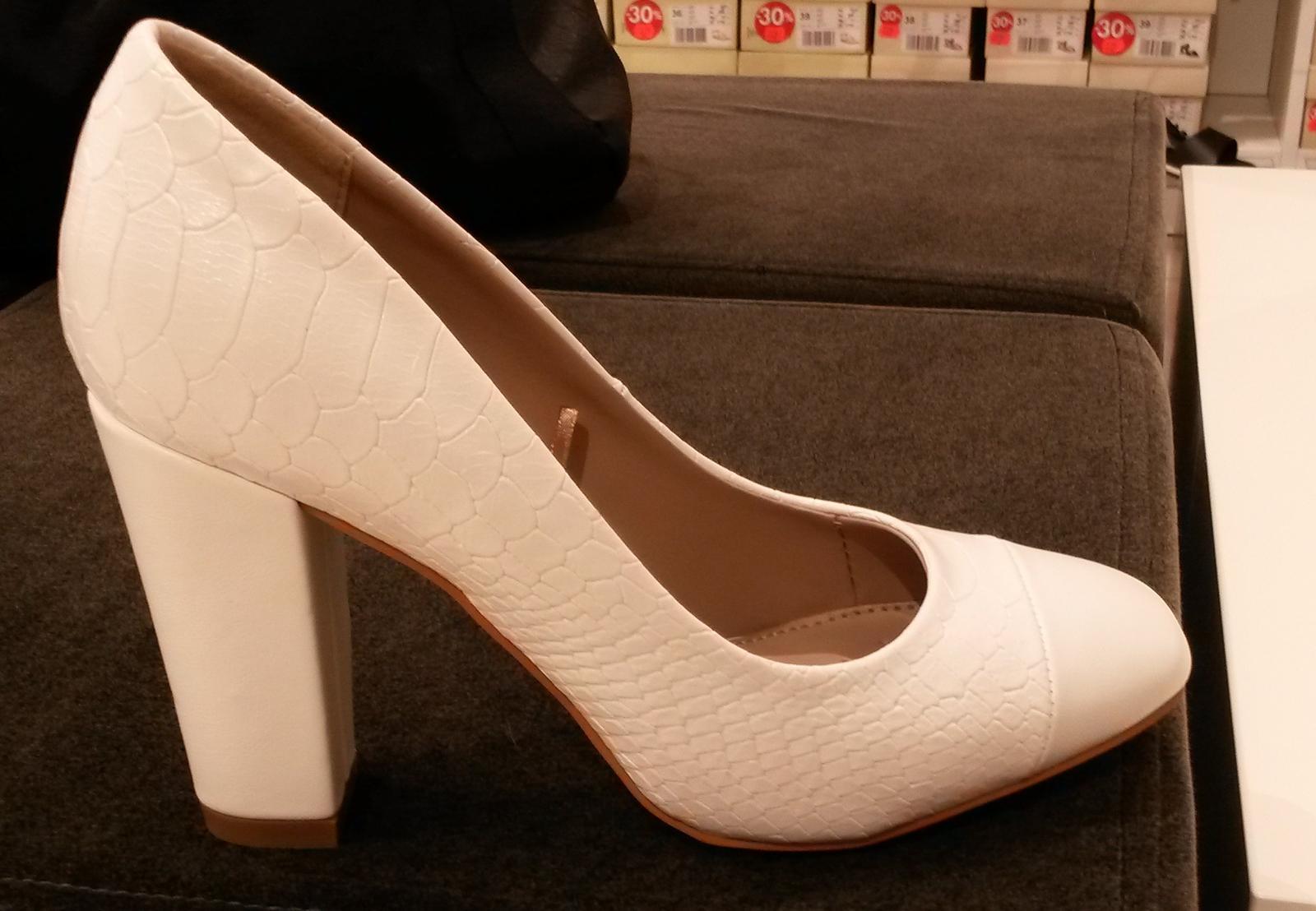 Bílé svatební botičky - Obrázek č. 1