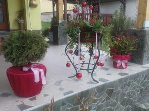 """Moja ,,vianočná"""" vlastnoručne obložená a vydláždená terasa,na ktorú som veľmi hrdá"""