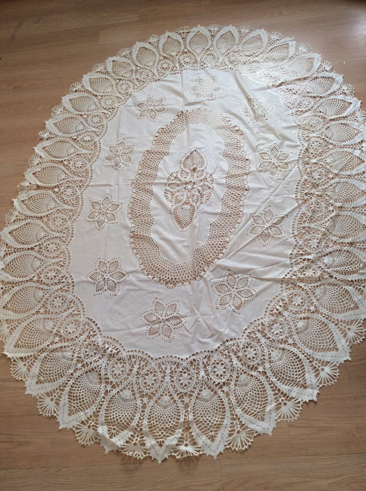 Vinylový krajkový ubrus 185 x 135 cm - Obrázek č. 1