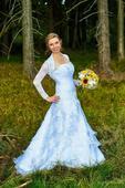 Něžné svatební šaty s krajkou a perličkami, 38