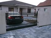 kovaná samonosná brána