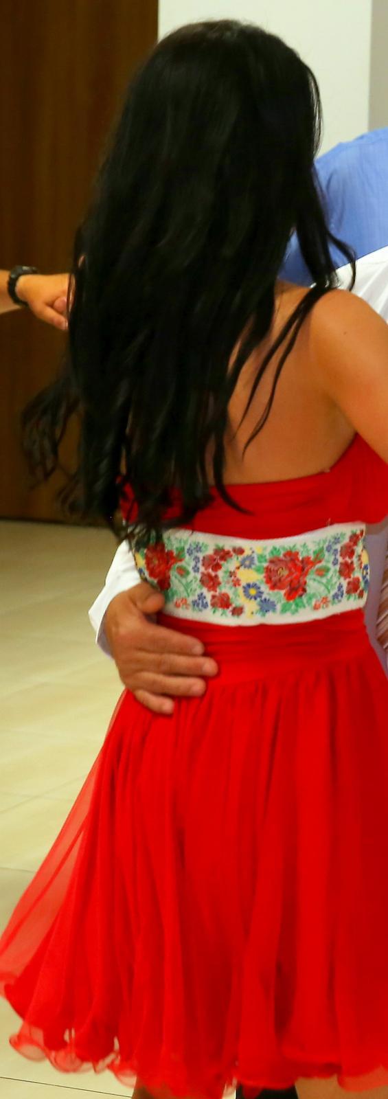Krátke červené šaty - Obrázok č. 2