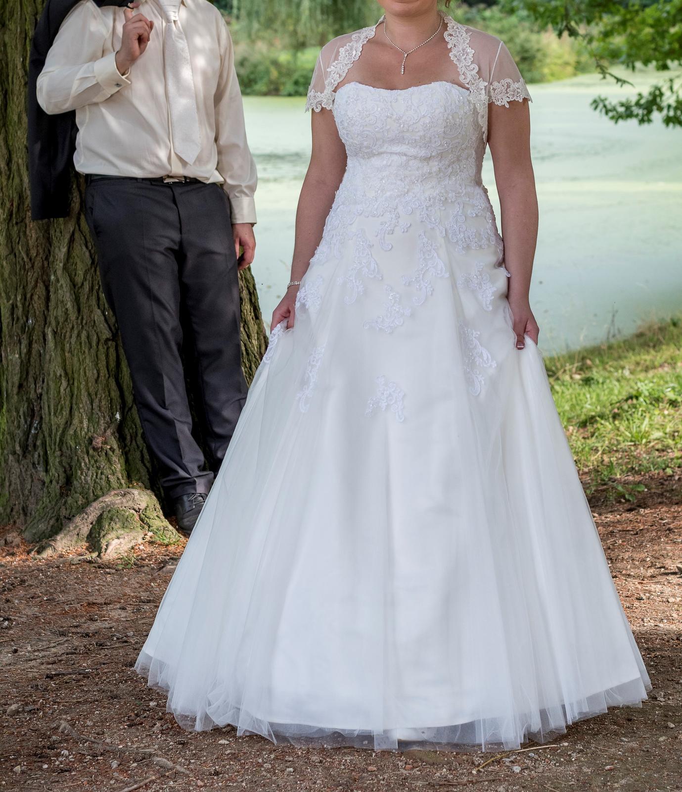 Svatební šaty s doplňky - Obrázek č. 1
