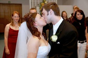 první manželský polibek:)