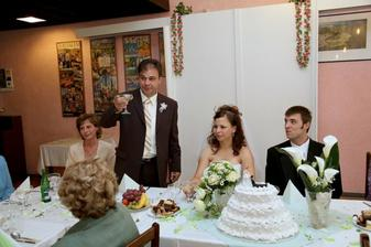 přípitek pronášel tatínek nevěsty:)
