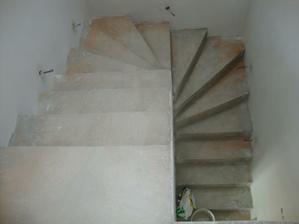 schodiště připraveno na ledky