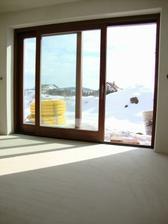 3m okno na terasu a podlaha pár dní po zalití anhydritem