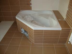 vana v horní koupelně (obklad Via Veneto noce a crema)