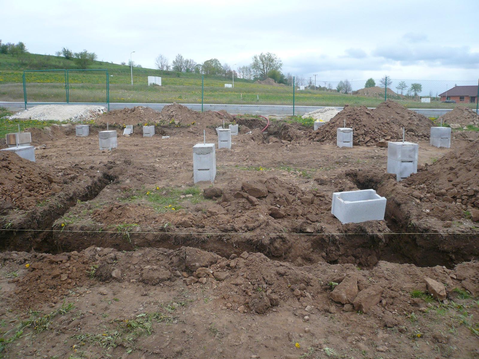 Pasivní dřevostavba na betonových patkách S. Hoštice - Obrázek č. 8