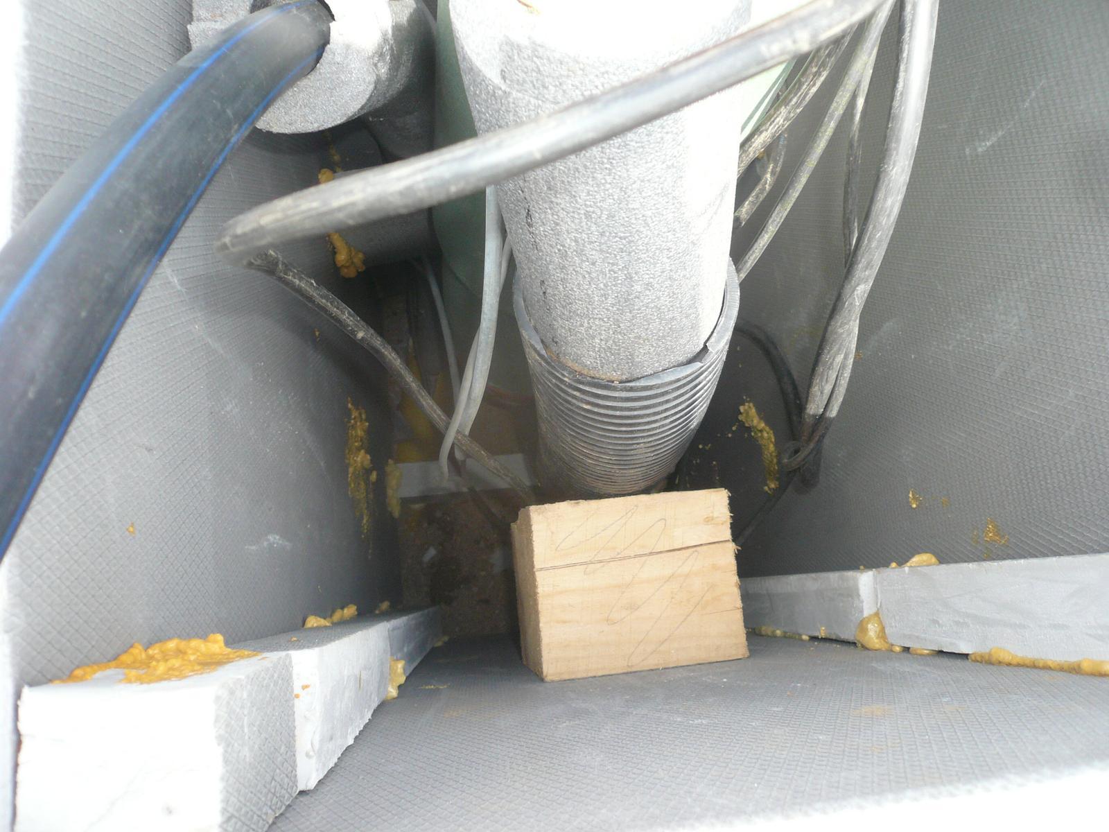 Pasivní dřevostavba na betonových patkách S. Hoštice - Zateplená šachta z XPS přes provětrávanou mezeru