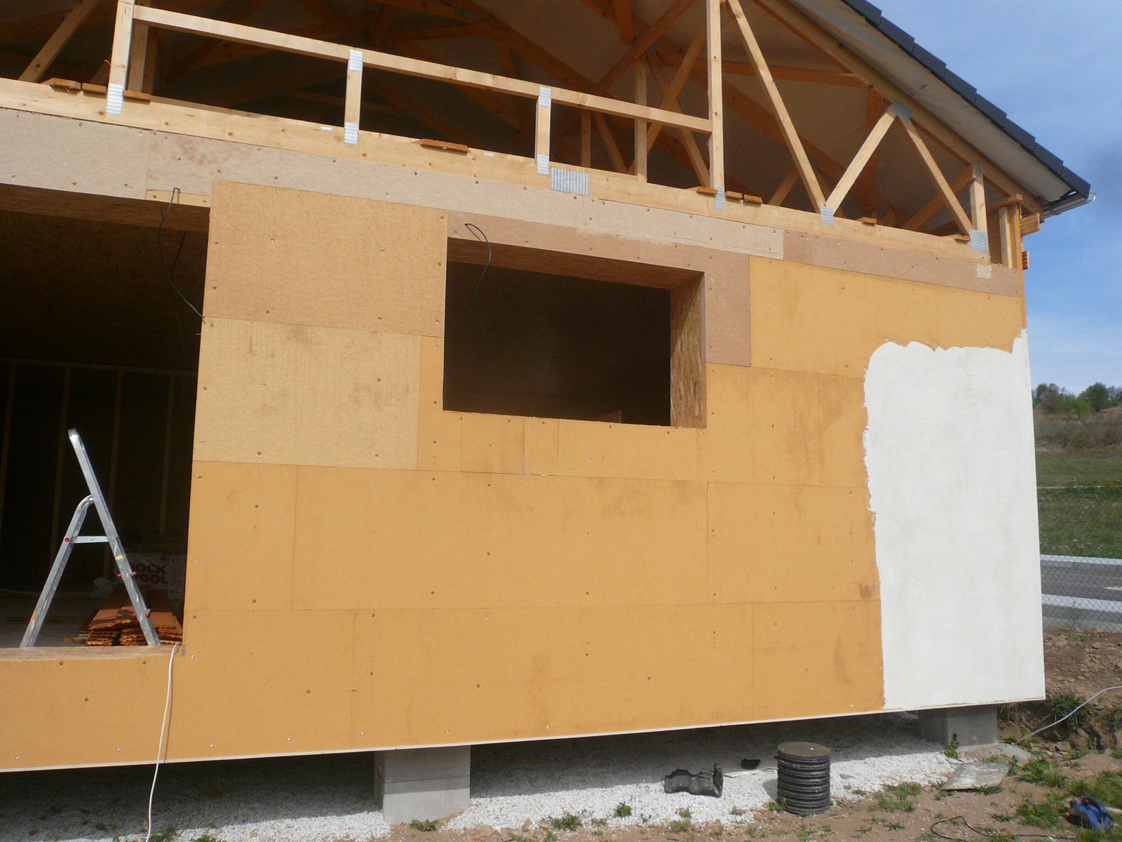 Pasivní dřevostavba na betonových patkách S. Hoštice - zaklopení dřevodeskami Pavatex Isolair 52mm