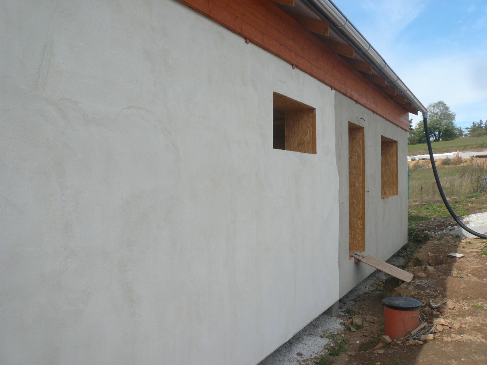 Pasivní dřevostavba na betonových patkách S. Hoštice - Paropropustná stěrka Cemix