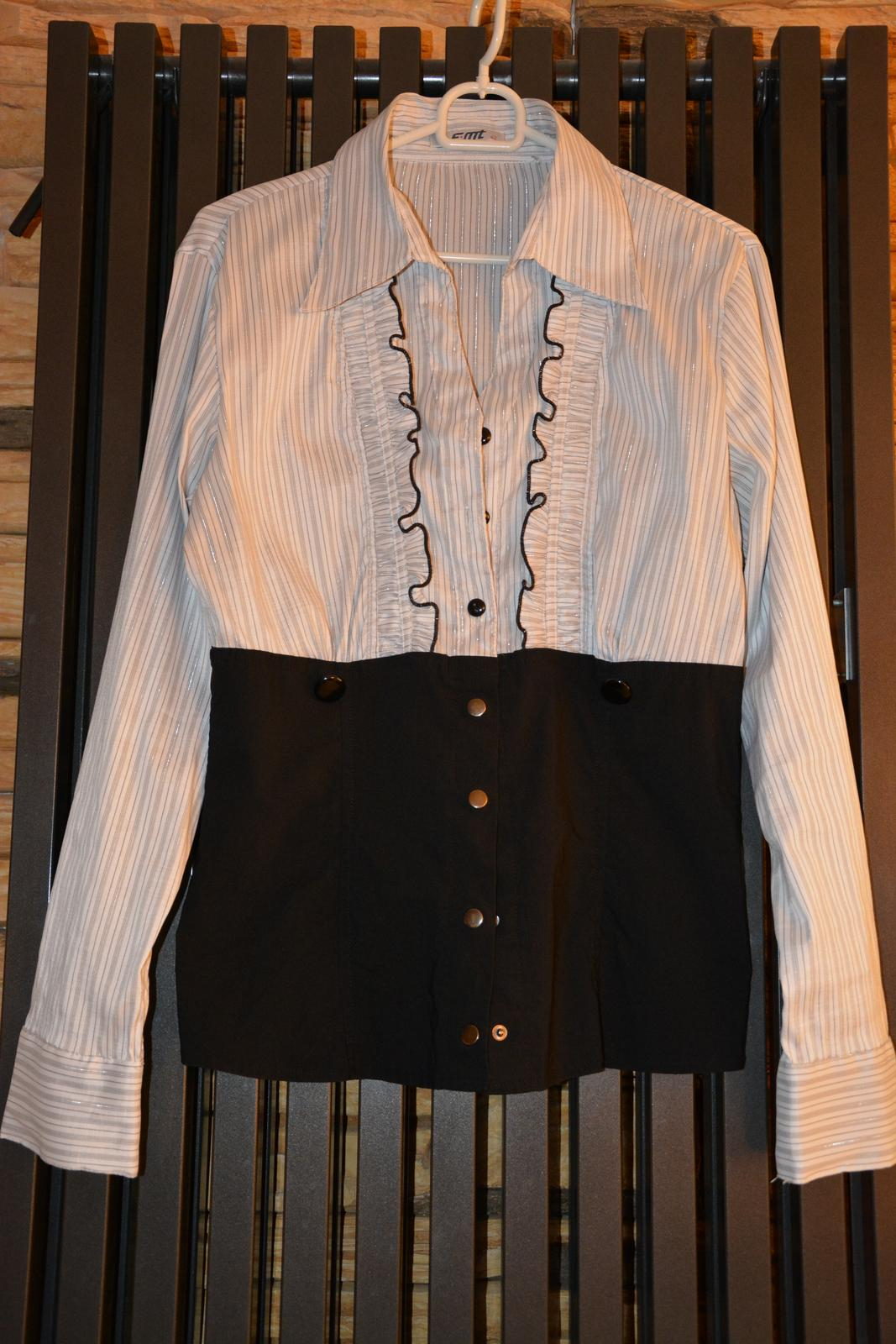 Bílo-černá halenka s šedými proužky - Obrázek č. 1