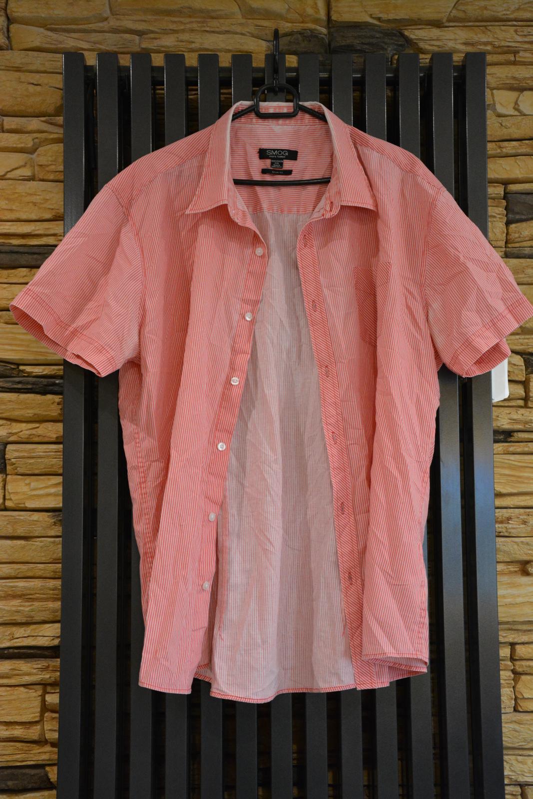 Červená košile s krátkým rukávem a bílým proužkem - Obrázek č. 1