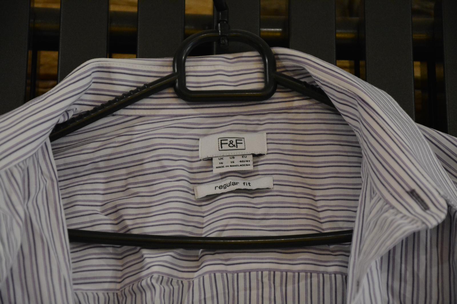 Bílá košile s fialovým proužkem - Obrázek č. 2