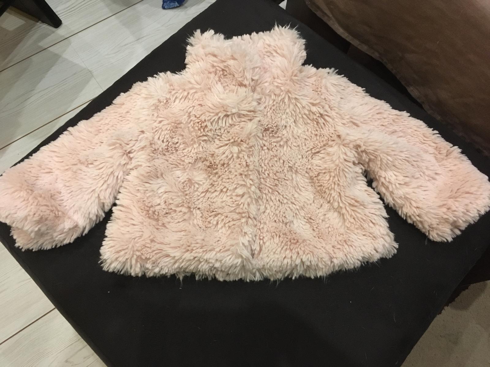 Světle růžový chlupatý kabátek - Obrázek č. 1