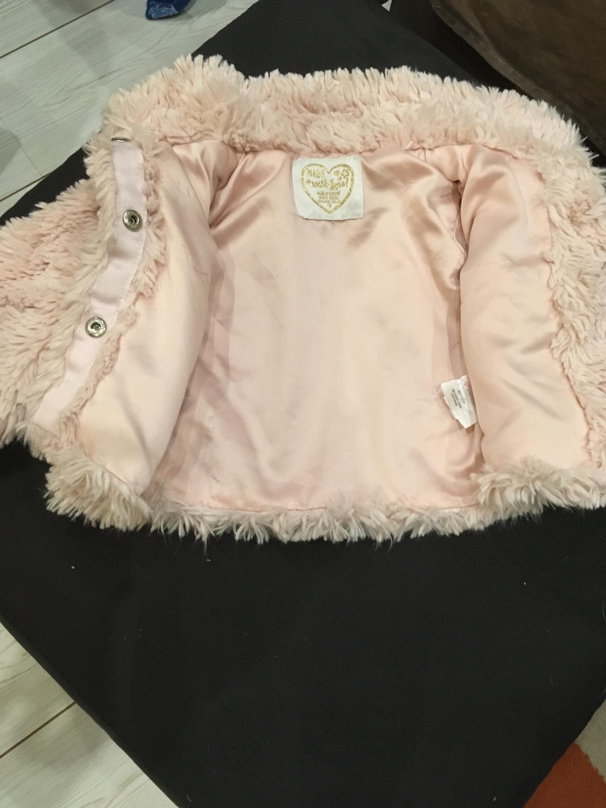 Světle růžový chlupatý kabátek - Obrázek č. 2