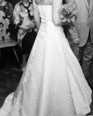 Šaty s vlečkou, včetně kruhové spodničky a bolerka, 38
